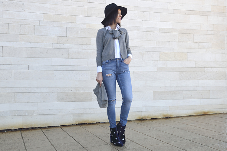 stars_booties_blue_velvet_boots_look_jeans_outfit_trends_gallery