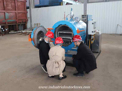 Mexico-Customer-Has-Visited-Pressure-Vessel-Factory-For-Autoclave-Curing-Process-1-1