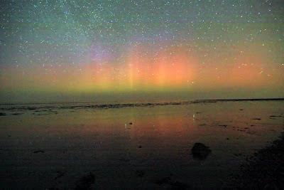 Poollicht of noorderlicht kan ook in Nederland, hier in Friesland boven de Waddenzee.