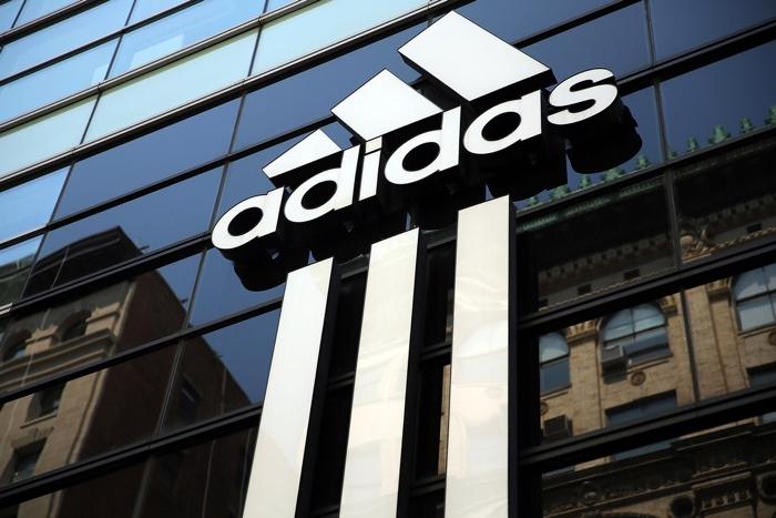 Adidas planea utilizar plástico reciclado a partir del 2024