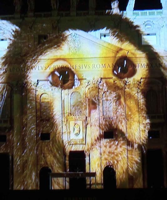 Espetáculo Fiat Lux na basílica do Vaticano 8-12-2015. Católicos se afastaram do posicionamento da Encíclica sobre assunto não religioso