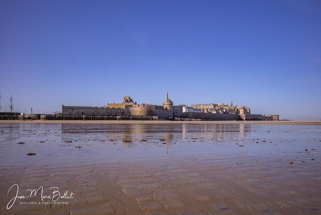 Fortifications de Saint-Malo : enciente urbaine et château.
