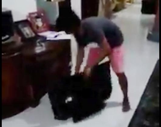 Tak Tahan Melihat Hasil QC Pilpres yang Nyatakan Prabowo Kalah, Seorang Pria Mengamuk dan Rusak TV di Sumbar