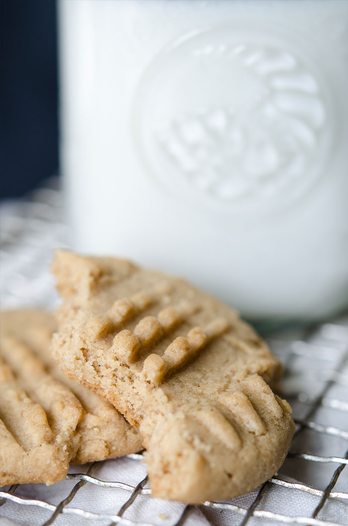 You will love these Peanut Butter Cookies!  #recipes #cookies #peanutbuttercookies #andersonandgrant
