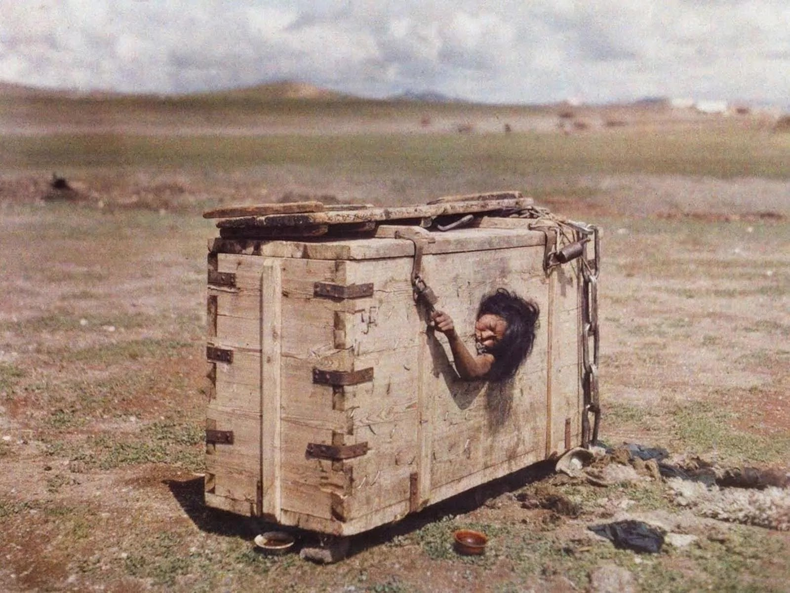 Shocking Photograph From 1913 Shows A Mongolian Woman Reaching Out From Her Crate Prison