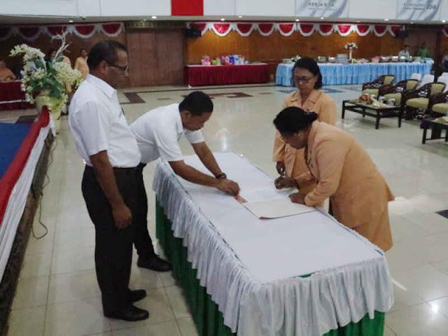 Grace Auri Jabat Ketua Dharma Wanita Persatuan (DWP) Sekda Papua