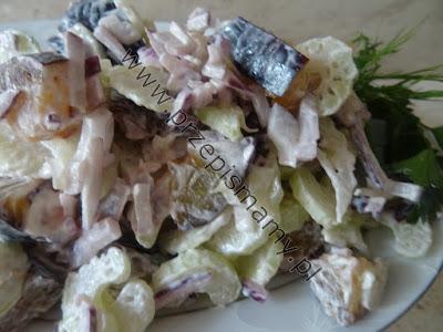 Surówka z selera naciowego i śliwek