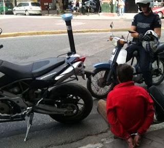 Πήγε να αγοράσει μοτοσικλέτα και έφυγε κλέβοντάς την