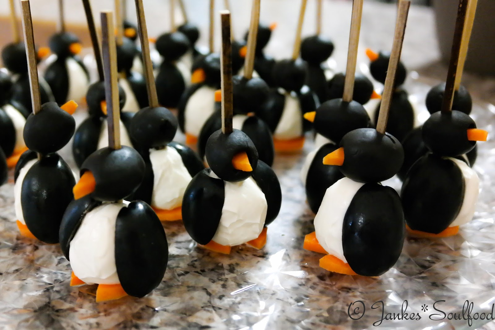 Kleine Fingerfood Pinguine