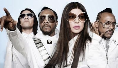 Foto de Black Eyed Peas vestidos de blanco