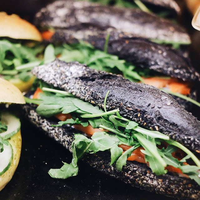 Charcoal Bun with Salmon and Tomato