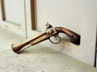 Dijual Pistol Antik Peninggalan Kumpeni Belanda