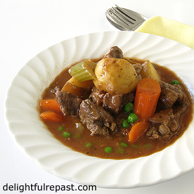 Slow Cooker Beef Stew - made in the Instant Pot set on the slow cooker function / www.delightfulrepast.com