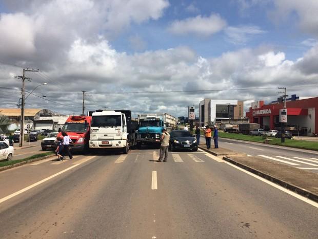 Três veículos se envolvem em acidente na BR 364 em Ji-Paraná