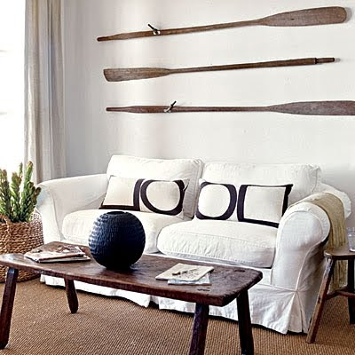 Decorating nautical with wooden oars as wall decor rods for Decoracion marinera ikea
