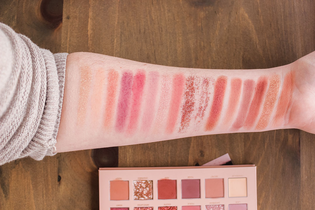 XO, Noelle reviews the HUDA Beauty The New Nudes Palette swatches