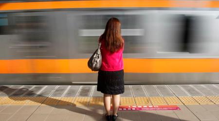 चलती ट्रेन में GRP जवान ने किया महिला यात्री का रेप