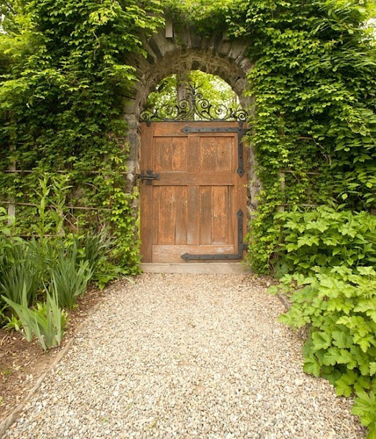 Build A Fancy Garden Gate Itself