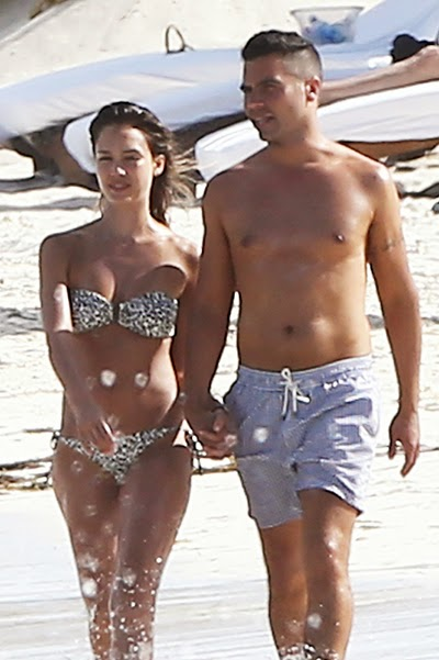 Jessica Alba and her husband Cash Warren at the beach in Mexico