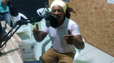 Cantor Marcos Brother é entrevistado na Rádio Mairi-Fm