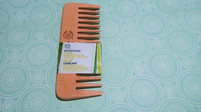 Why use a wooden comb and what are the benefits of using a wooden comb on your hair - Sweet Bunny - Singapore's Hair, Beauty & Lifestyle blogger