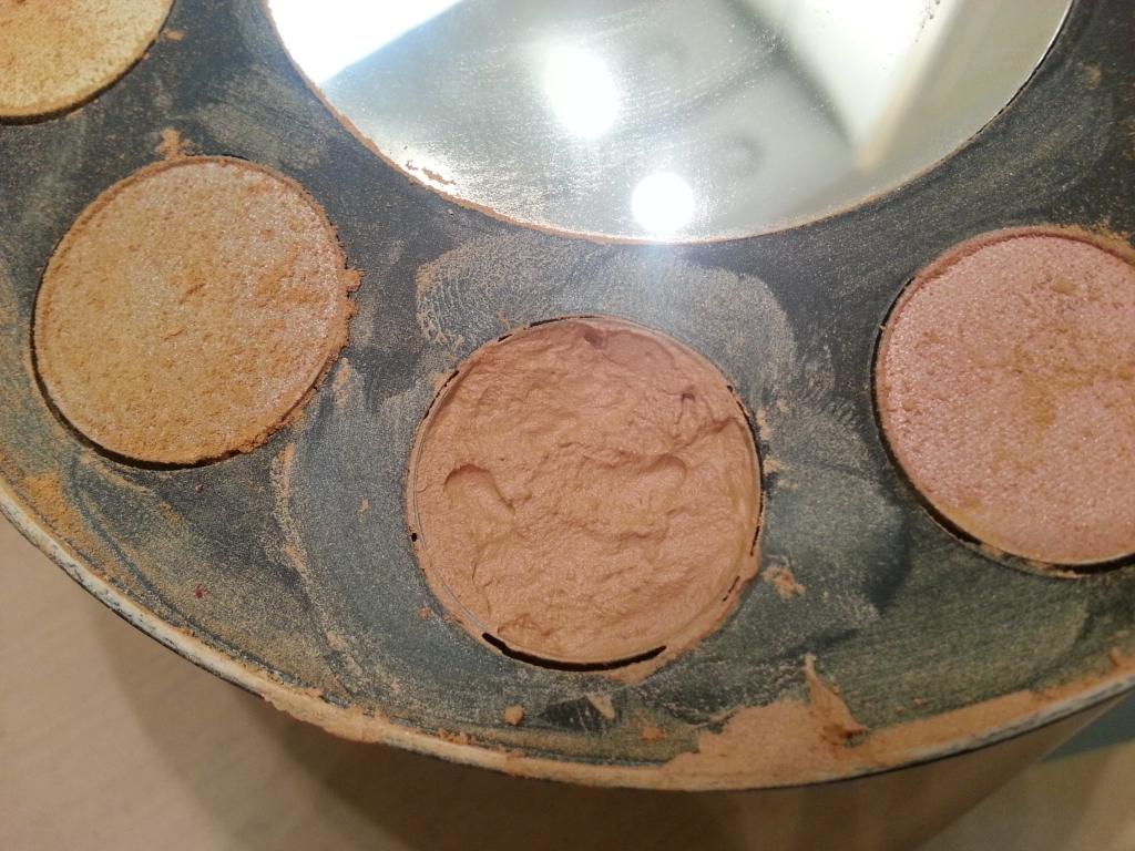 méthode pour réparer un fard à paupière ou une poudre cassée