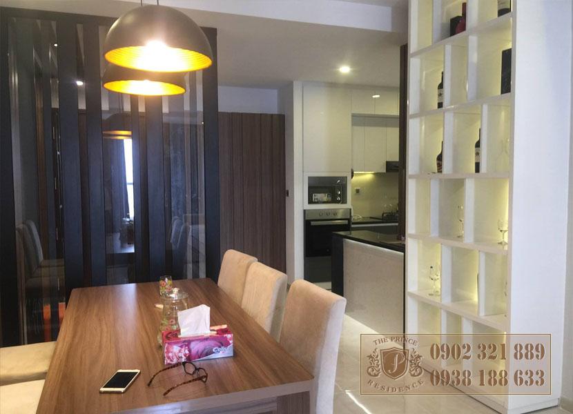 căn hộ The Prince 3PN tầng cao - bàn ăn view bếp