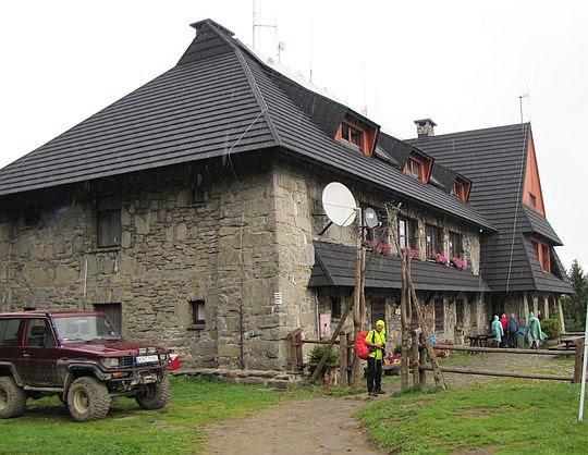Schronisko PTTK na Turbaczu (1283 m n.p.m.).