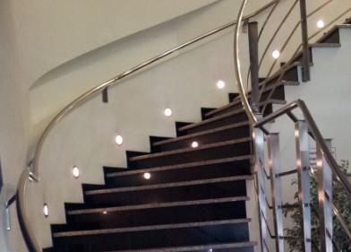 Inspiracje smartLEDs - Boczne oświetlenie schodów