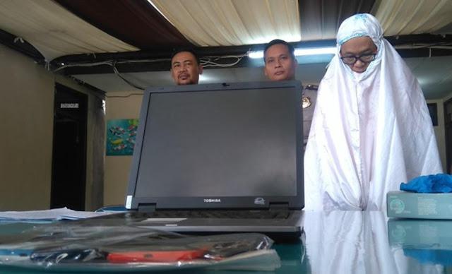 TERTANGKAP ! Ini Dia Penampakan Pria Mukena Pencuri Di Masjid Aa Gym