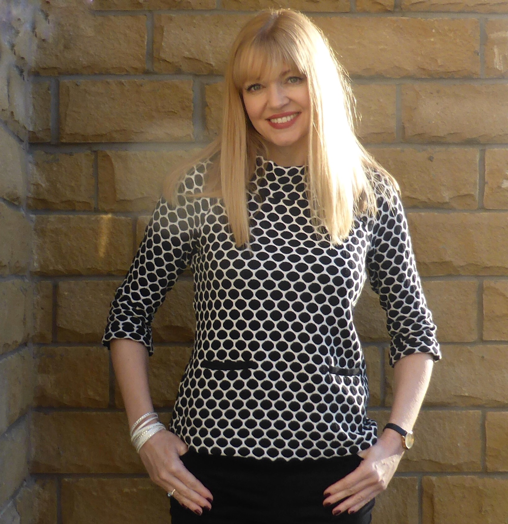 Outfi A Monochrome Sixties Style Top With Velvet Jeans