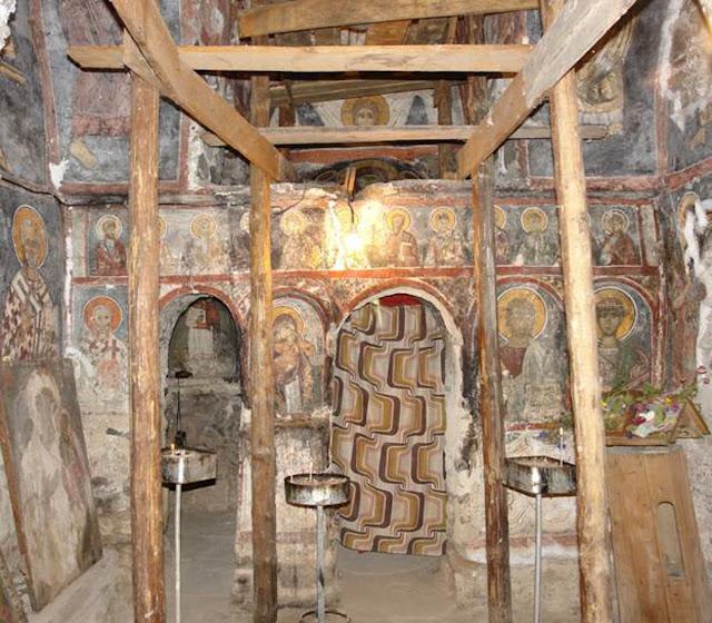 Изглед на ѕиданиот иконостас - Св. Димитрие -црква од XIV век во село Градешница - Мариово
