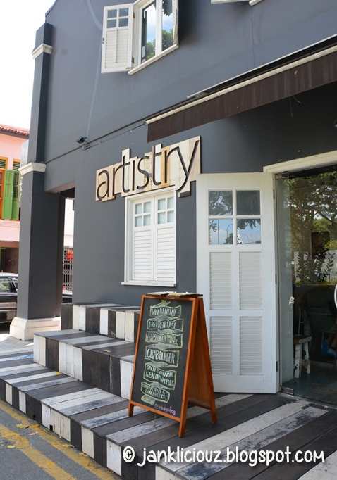 Artistry Cafe: Needs improvement on service