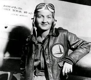 war woman airplane pilote