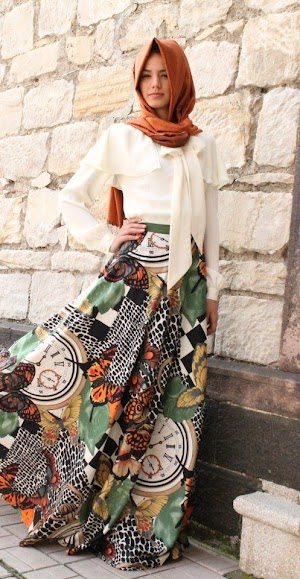 Koleksi Model Baju Muslim Feminim Terbaru