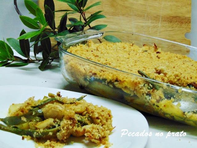 Bacalhau no forno com pão e feijão verde