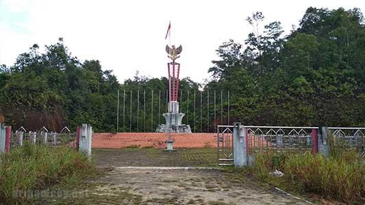 tugu perbatasan jagoi babang indonesia dengan serikin malaysia