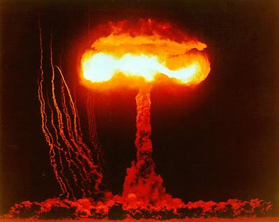 Resultado de imagem para fotos de bombas explodindo