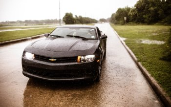 Wallpaper: Chevrolet Camaro in rain