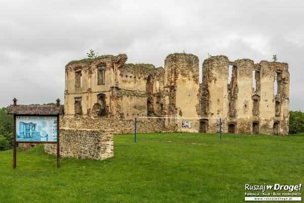 Bodzentyn - zamek na malowniczym wzgórzu