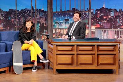 Karen e o apresentador (Crédito: Lourival Ribeiro/SBT)