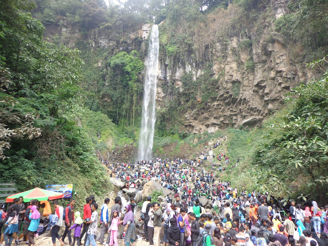 Grojogan sewu | tawangmangu | wonderful Indonesia