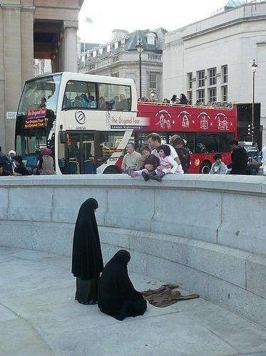 ISLAM DAN IMAN: SELURUH BUMI INI ADALAH TEMPAT UNTUK KITA
