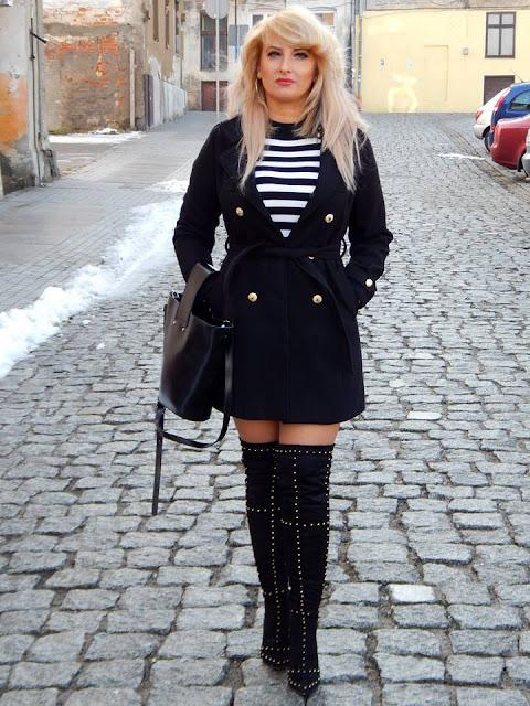 Sukienka  w czarno-białe paski
