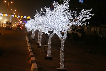 Lagosians Came Out On Christmas Eve Wednesday To Relish The Decoration At Falomo Round About In Ikoyi