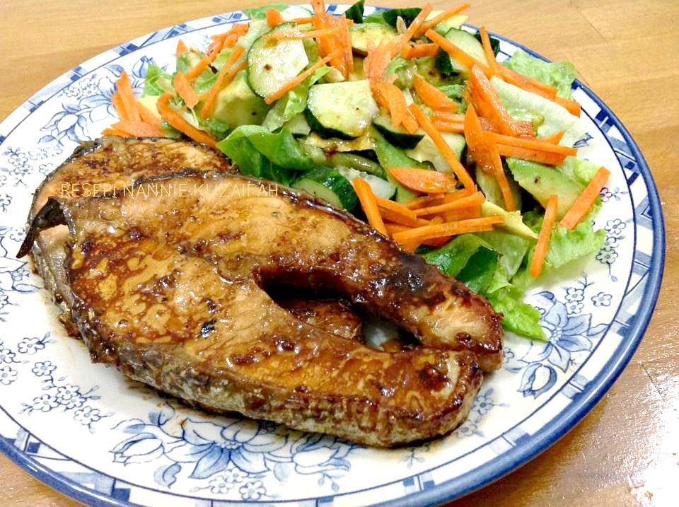 Resepi Nennie Khuzaifah Grill Ikan Salmon Bersama Salad