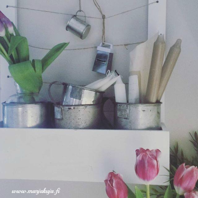keittion hylly tulppaanit
