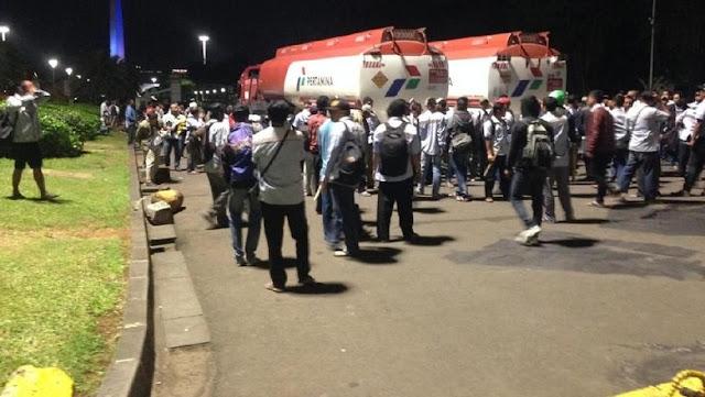 Penjelasan Massa Aksi soal Penyanderaan Mobil Tangki Pertamina di Istana