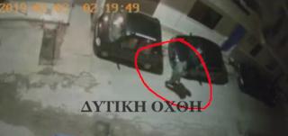 Ίλιον: Του έκαψαν το αυτοκίνητο, γιατί τοποθέτησε σπίτι του κεραία κινητής τηλεφωνίας