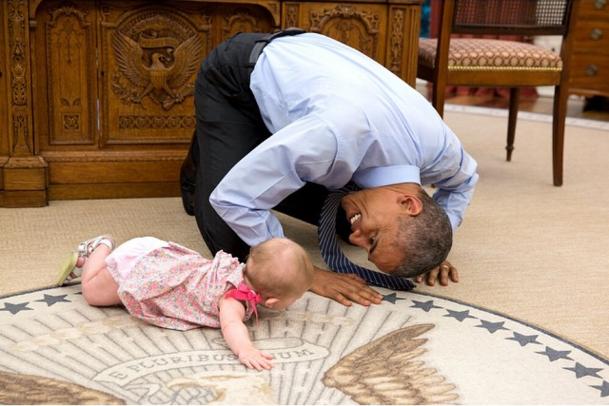"""Những giây phút """"ngộ nghĩnh"""" của Tổng thống Mỹ với trẻ em"""